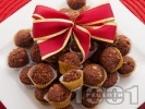 Рецепта Какаови бонбони (трюфели, топчета) от бисквити, какао, масло и орехи